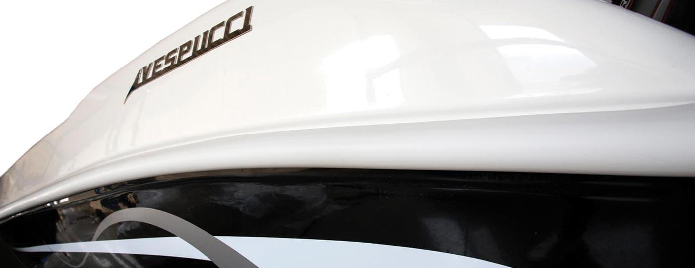 Particolare del logo di Open 20 barca di Vespucci Nautical