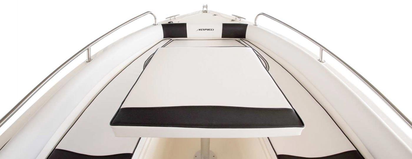 Fotografia dei divanetti rifiniti di Vespucci Open 17