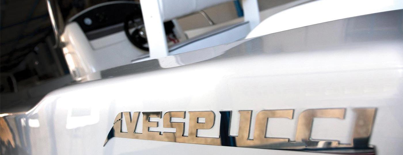 Foto di logo Vespucci in acciaio