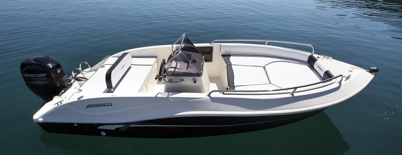 Foto della barca Open 17 di Vespucci all'ormeggio