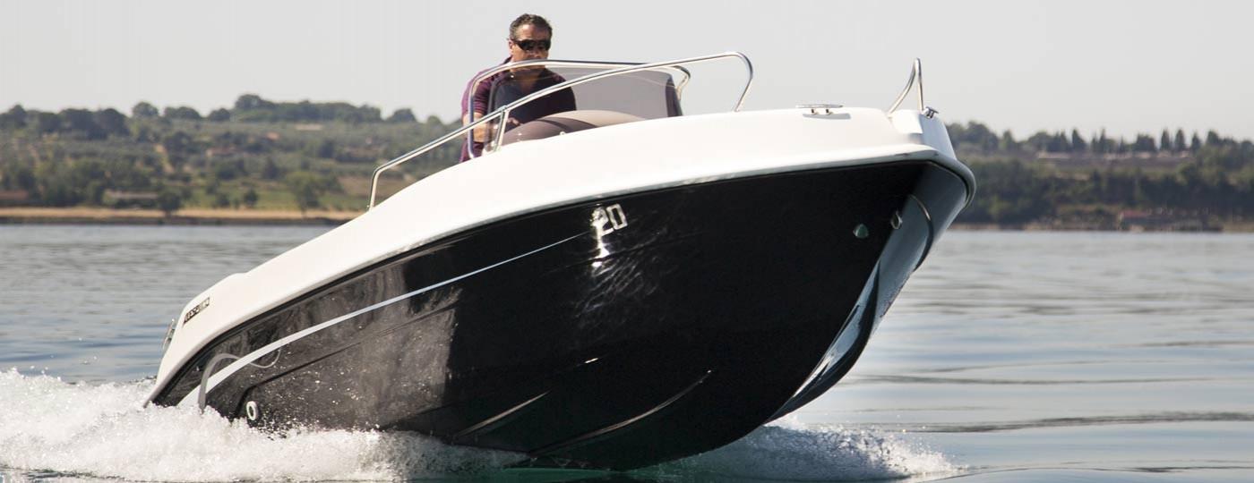 Foto della barca Open 20 di Vespucci in acqua