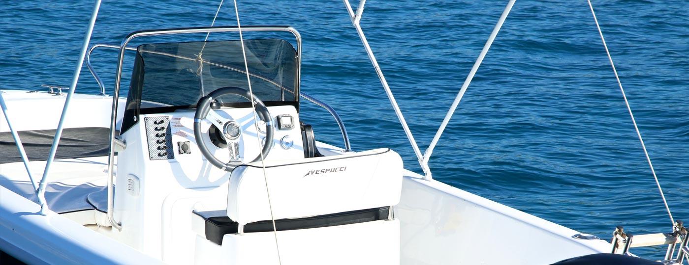 Fotografia del posto guida barca nuova open 17 5 metri Vespucci